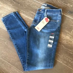 {Levi's} 710 Mid-Rise Skinny Jeans. Size 30.